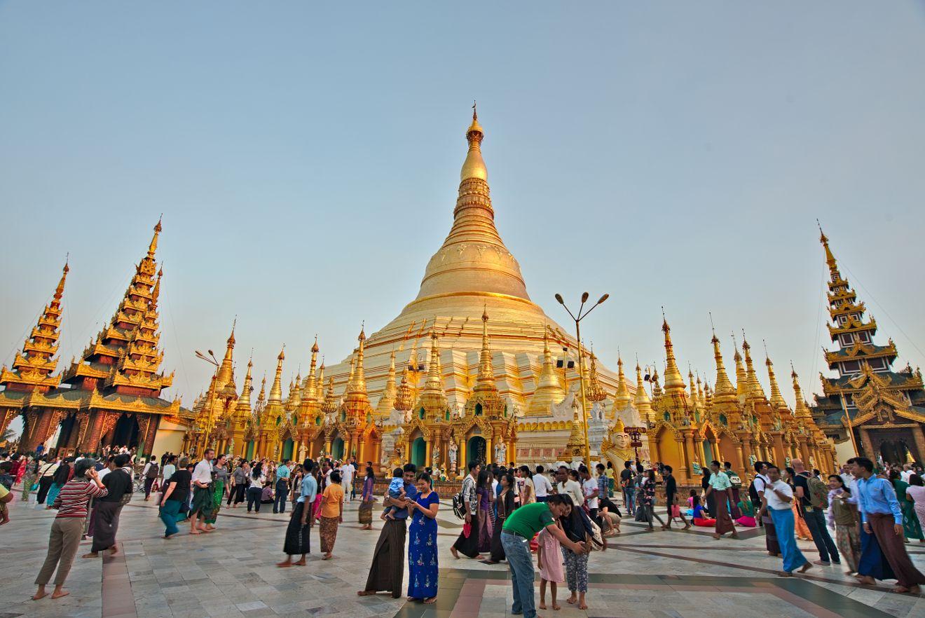 schwedagon pagoda yangon