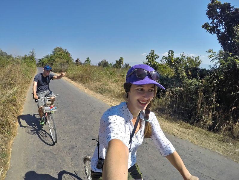couple à vélo en birmanie