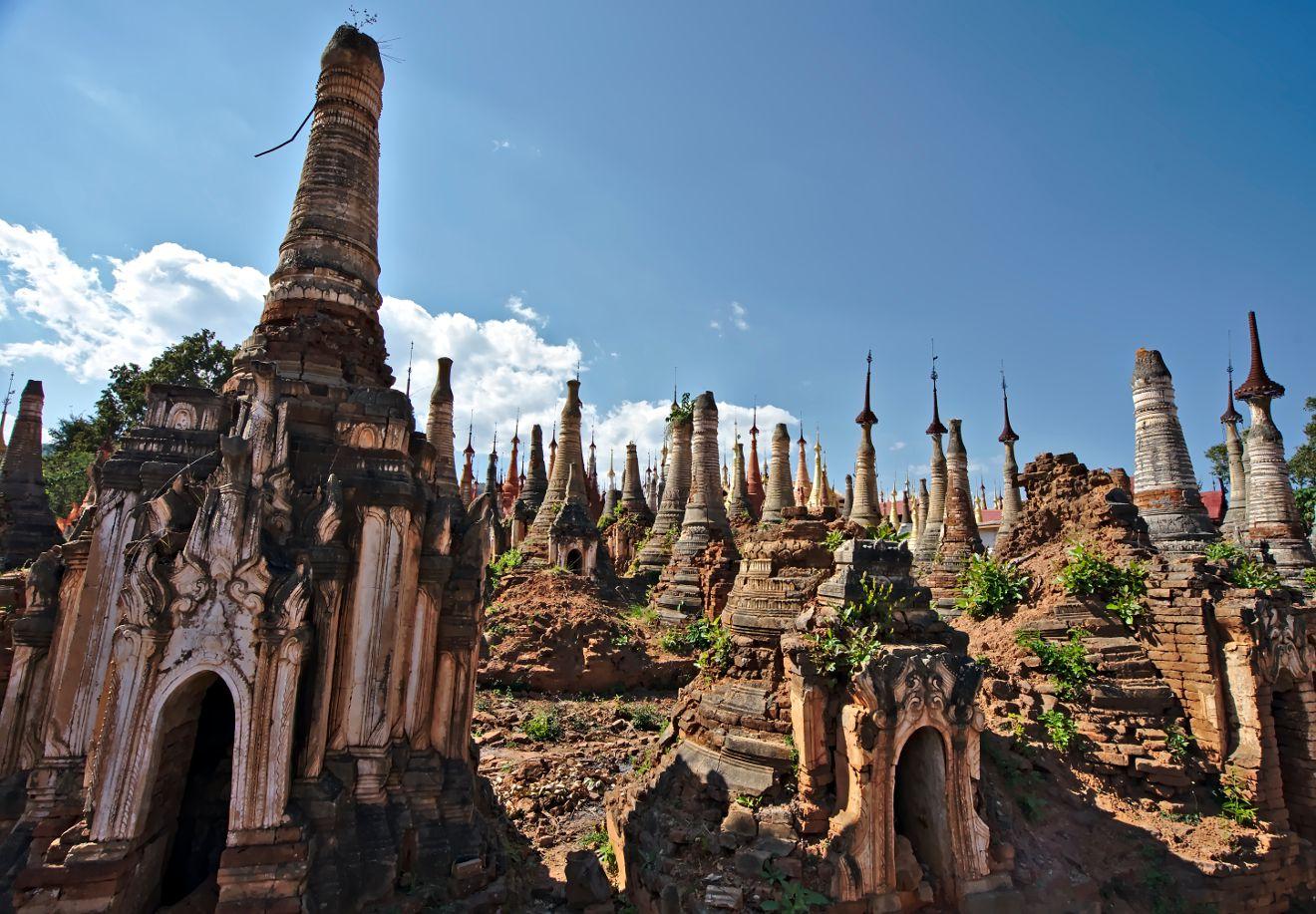 stupas non restaurées en birmanie