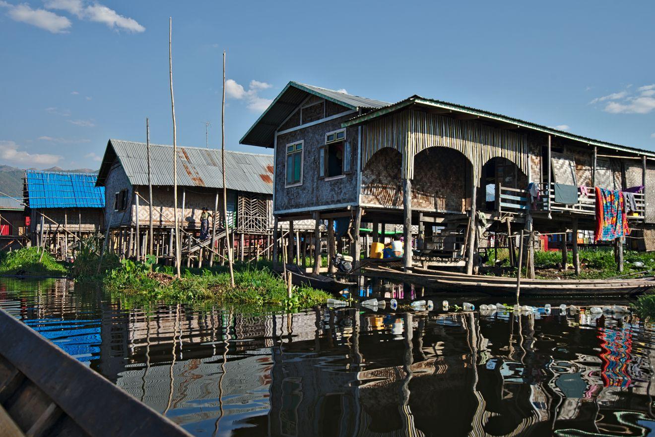 un village sur l'eau