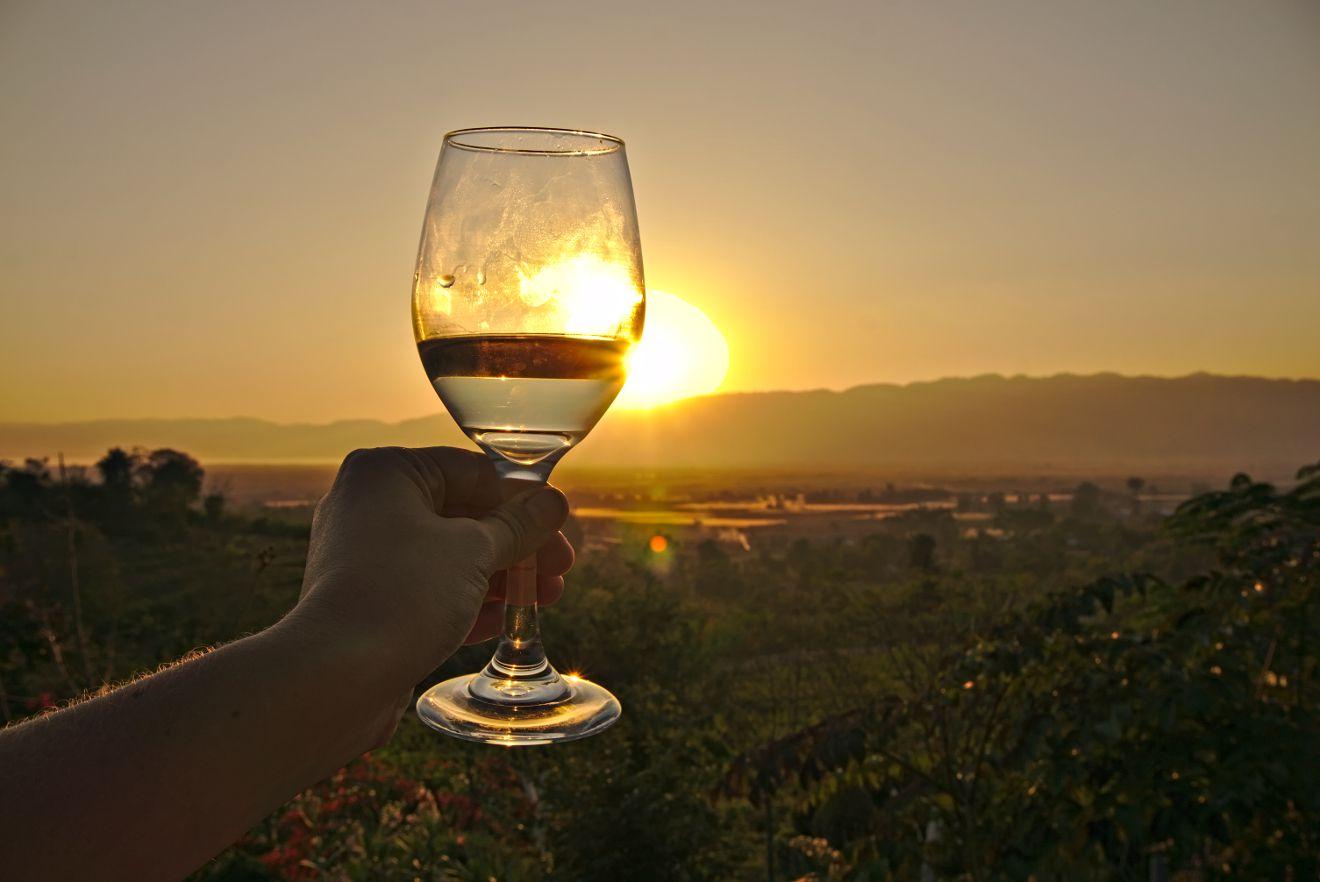 vin birmanie au coucher du soleil
