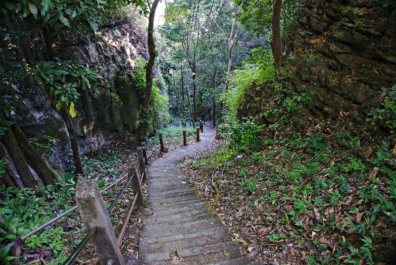 les escalier menant au monastère Zwekabin