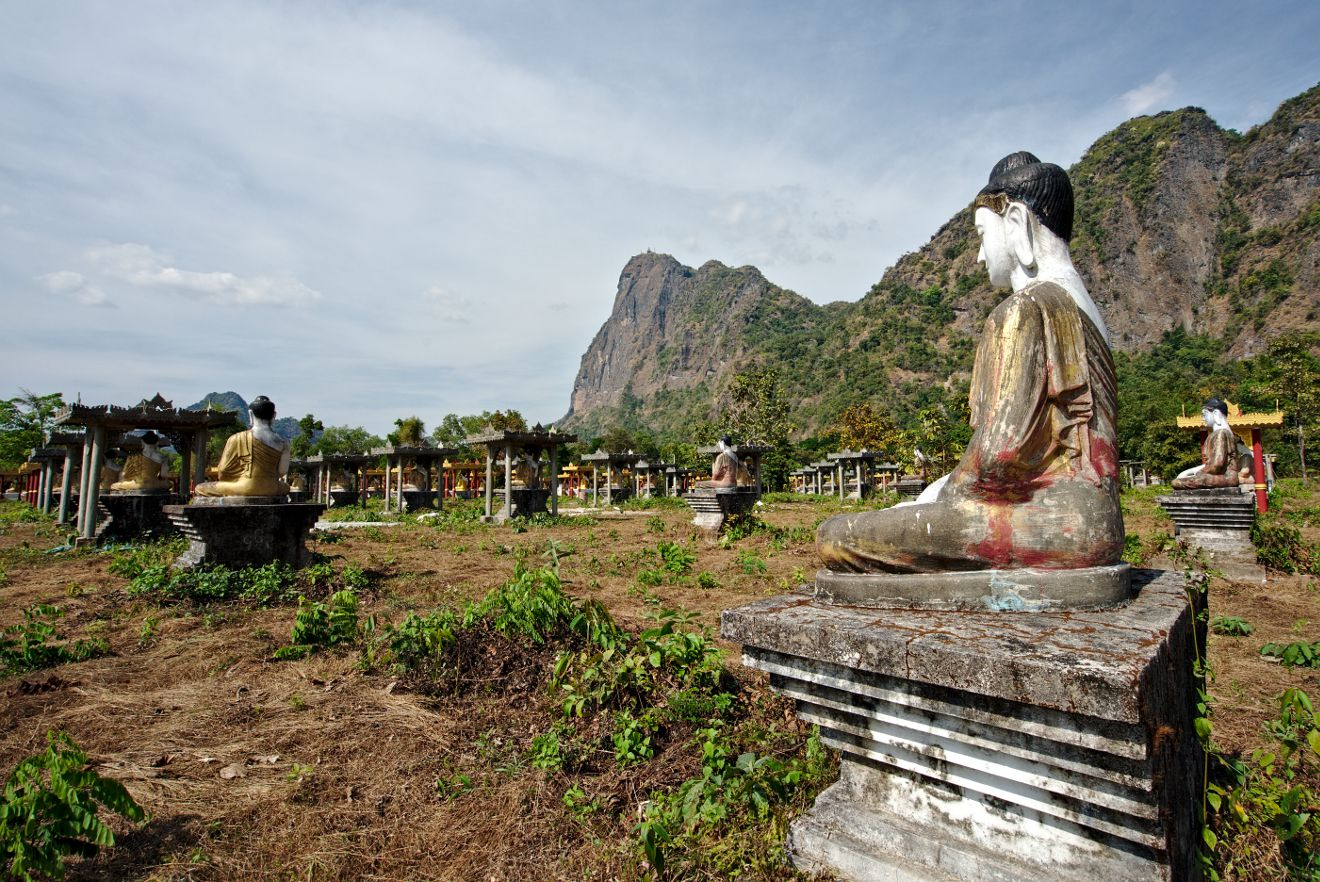 les bouddhas au pied du mont Zwekabin