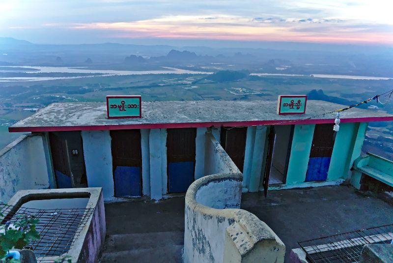 toilettes de monastères en Birmanie