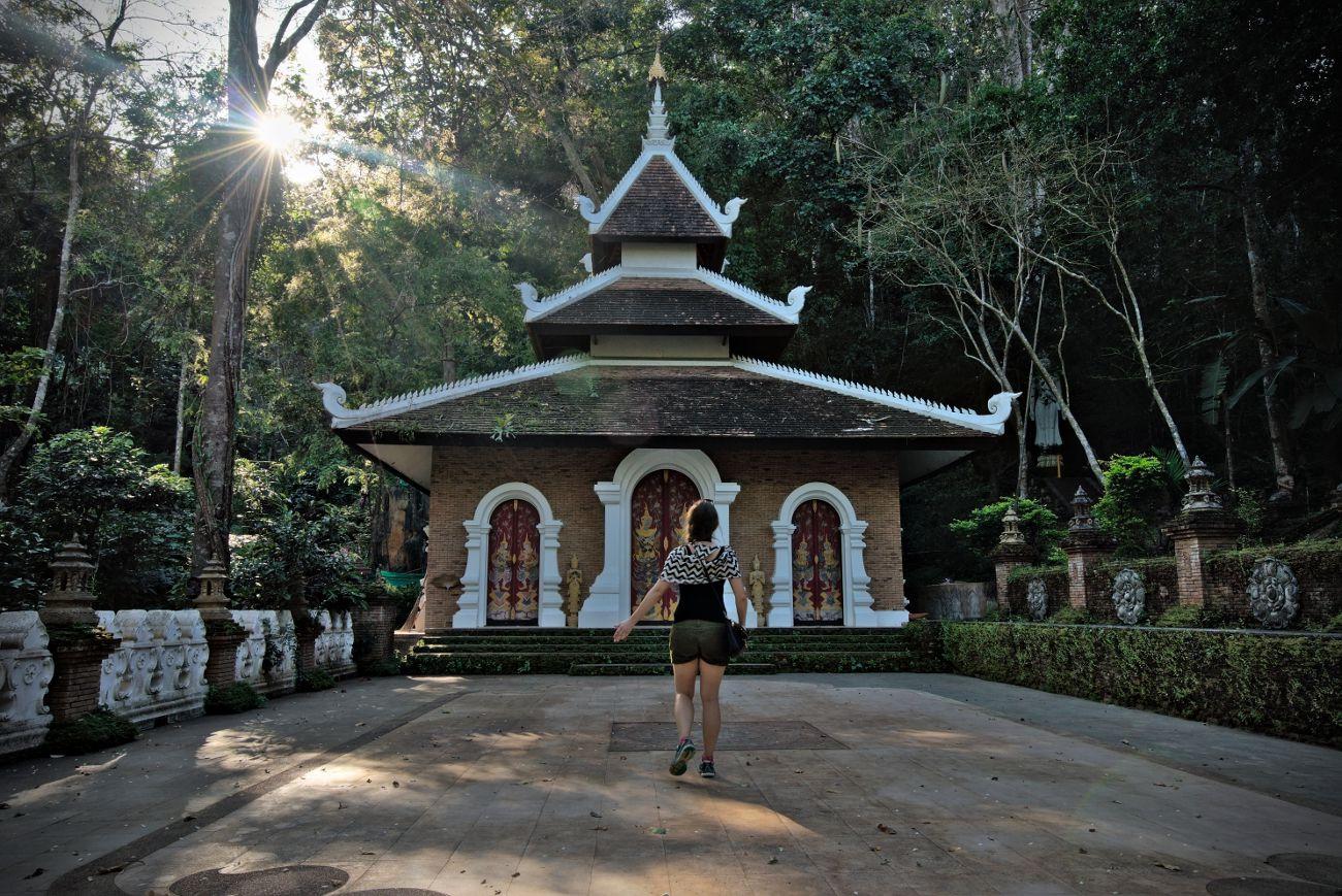 temple thai dans la jungle