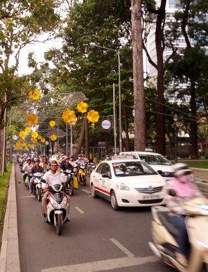 les scooters et taxis de Hanoi