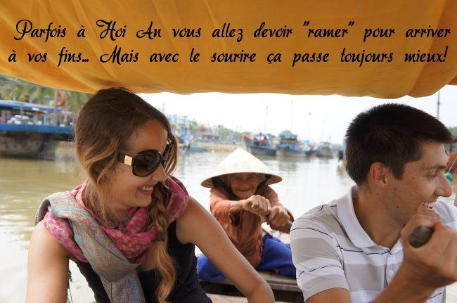 sur le bateau à rames de Hoi An