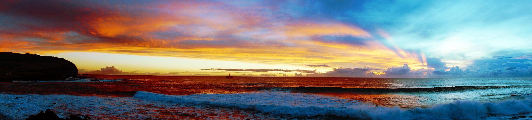 Couché de soleil sur l'ile de Paques