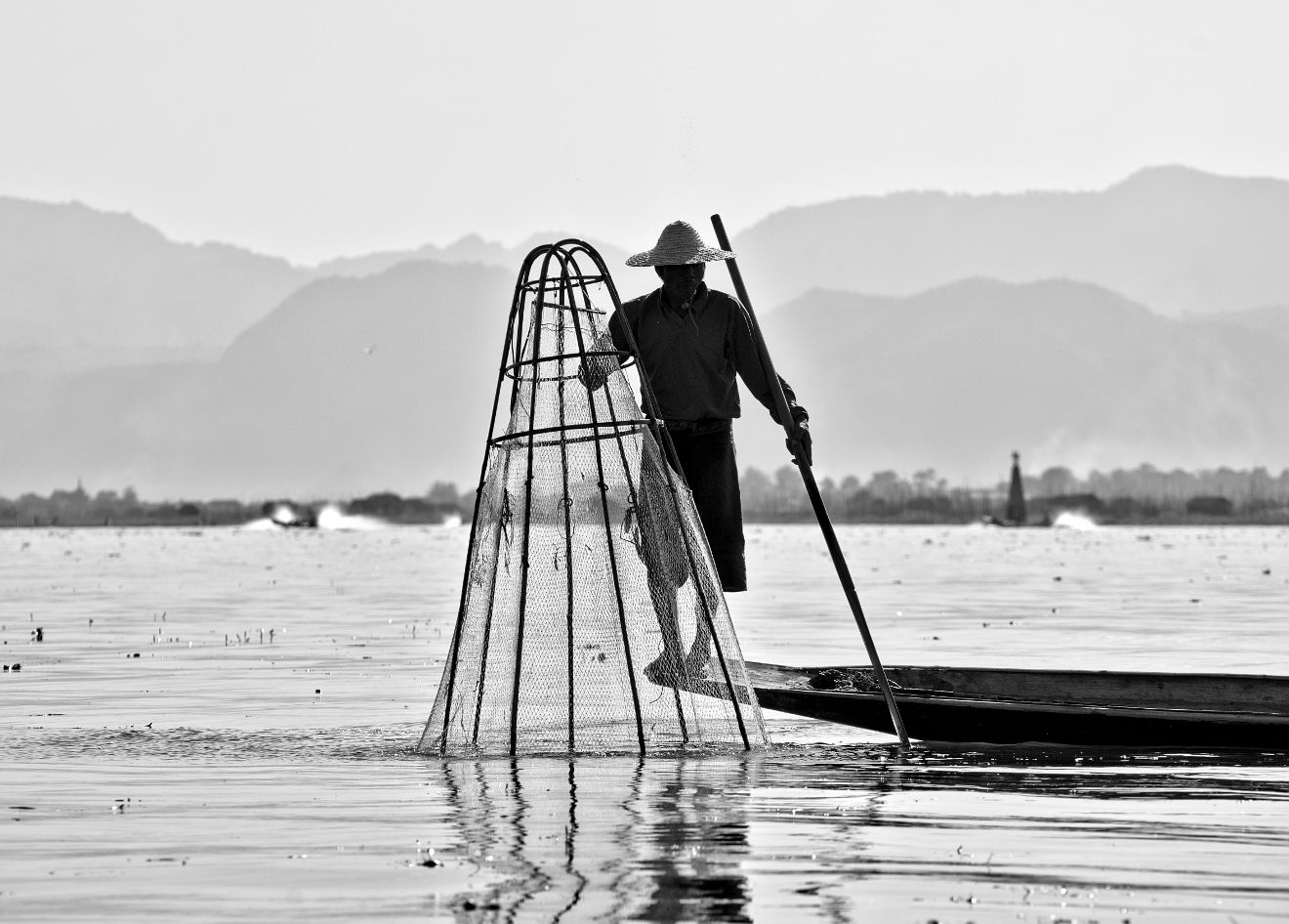 pêcheur sur le lac inle en birmanie