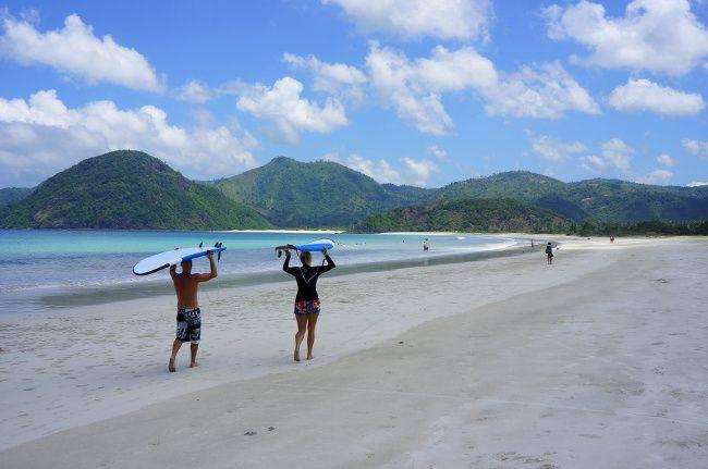 surf en indonésie
