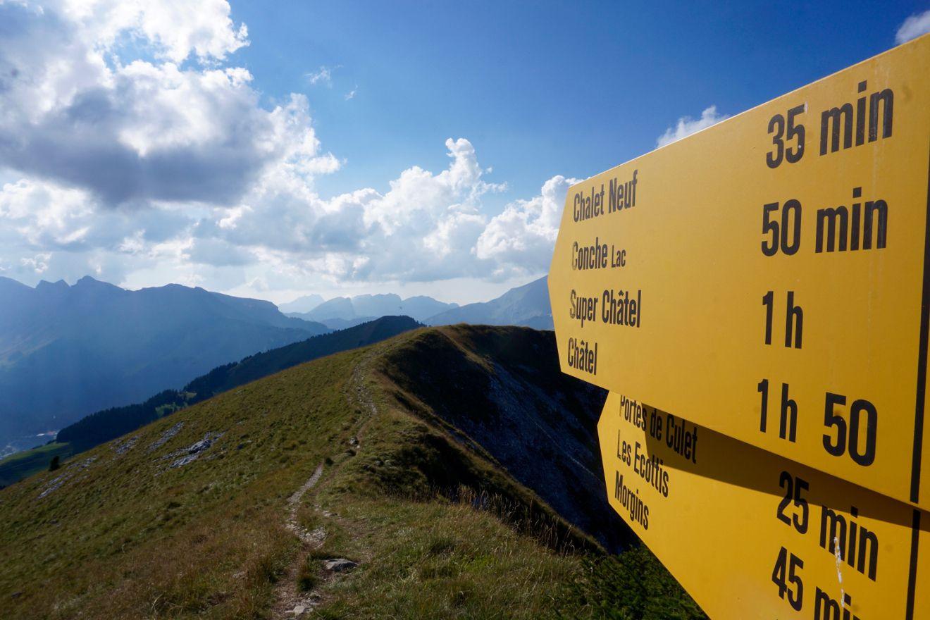 panneau jaune de randonnée, Valais