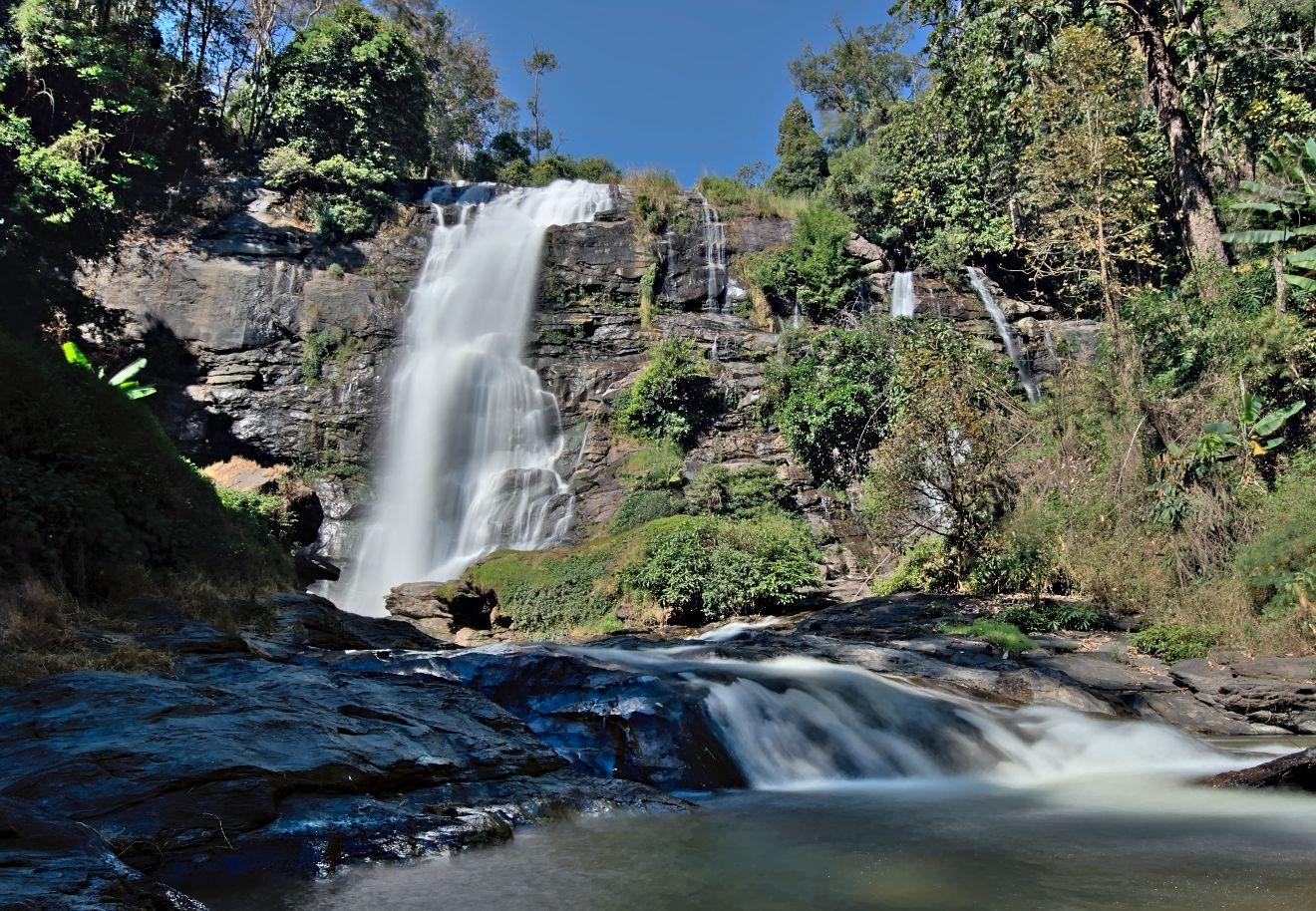 cascade dans doi inthanon national parc