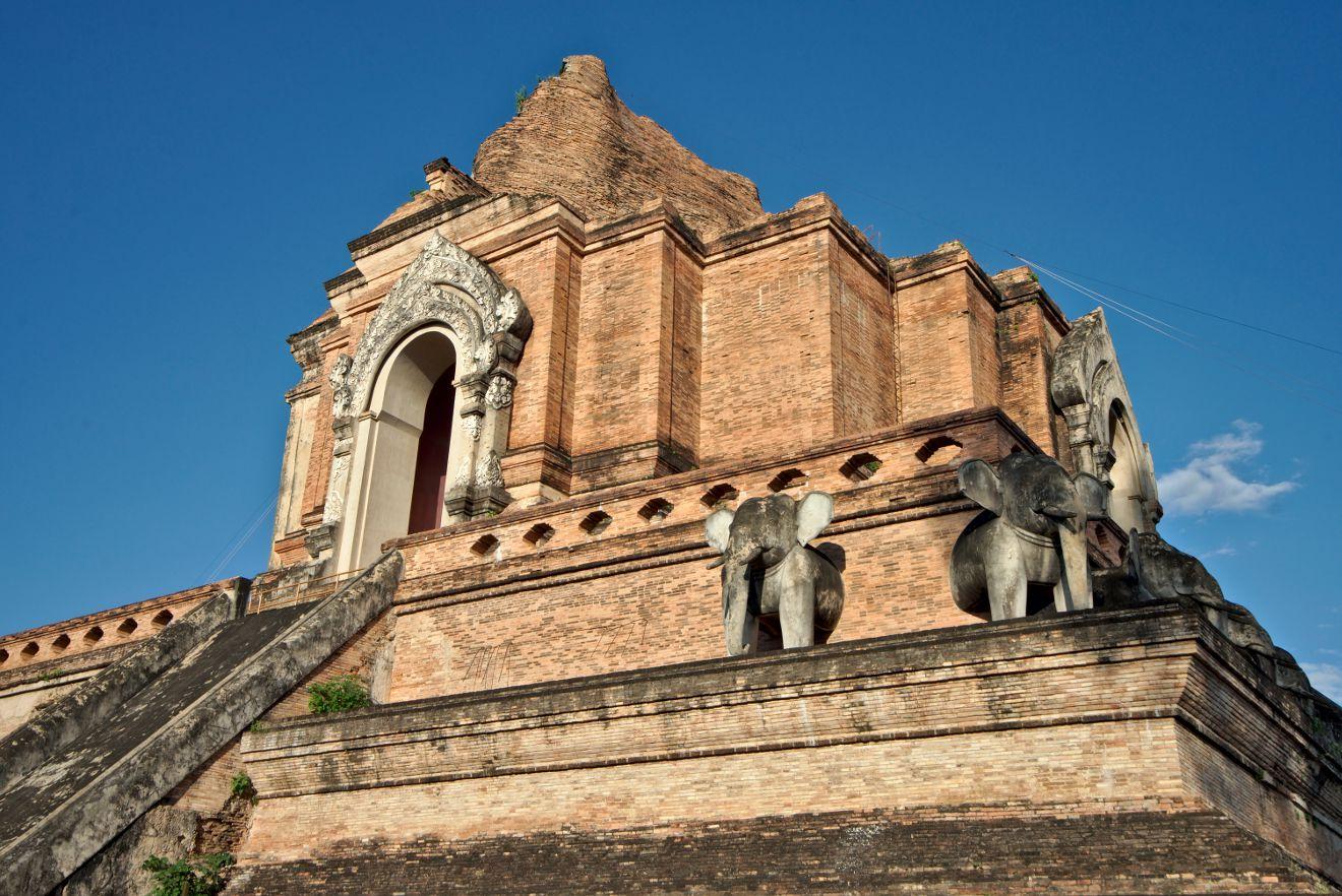 temple wat chedi luang