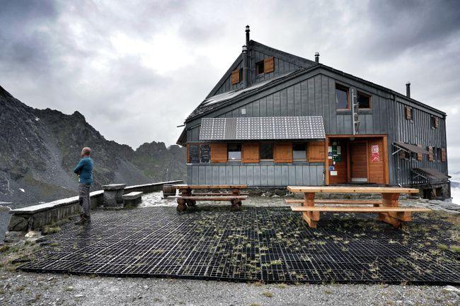 la cabane de panossiere en valais