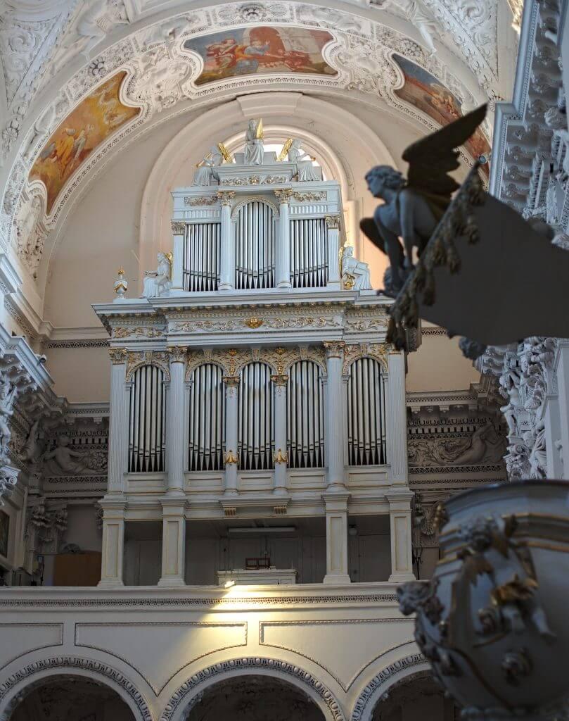 ange dans une église