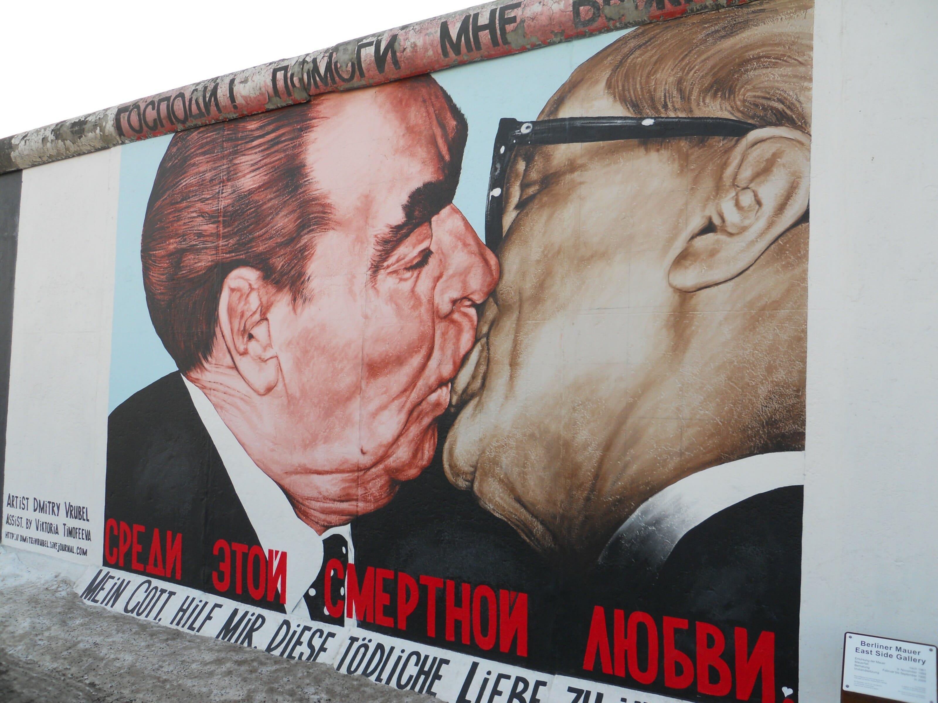 le baiser, mur de berlin