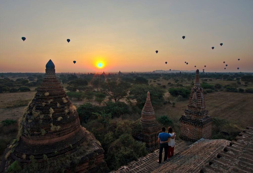 bagan temple lever de soleil