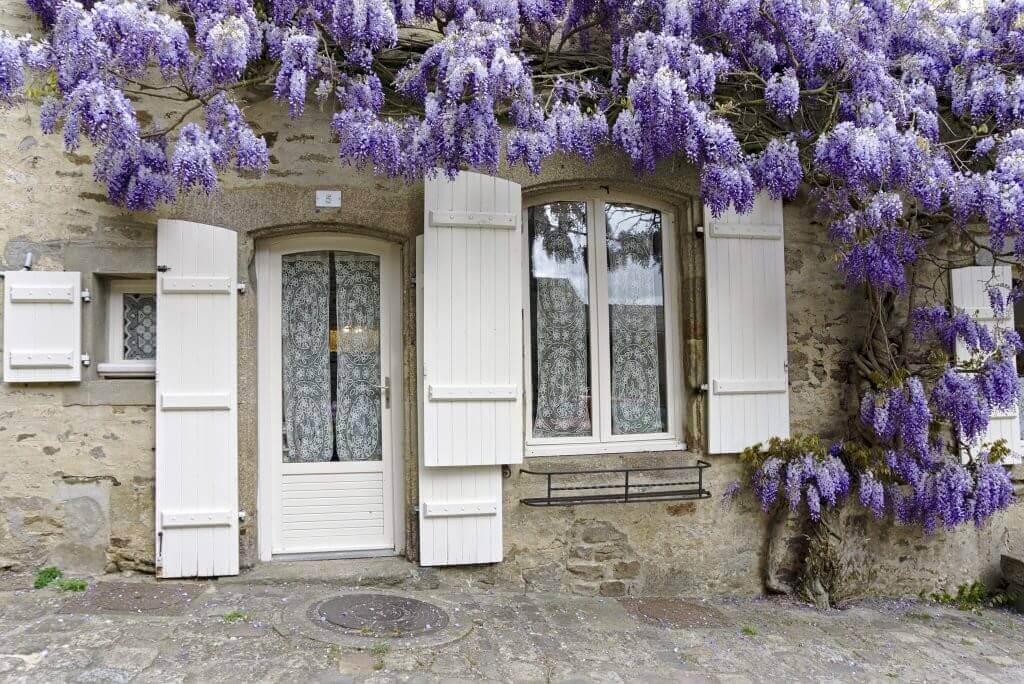 dinan, façade fleurie