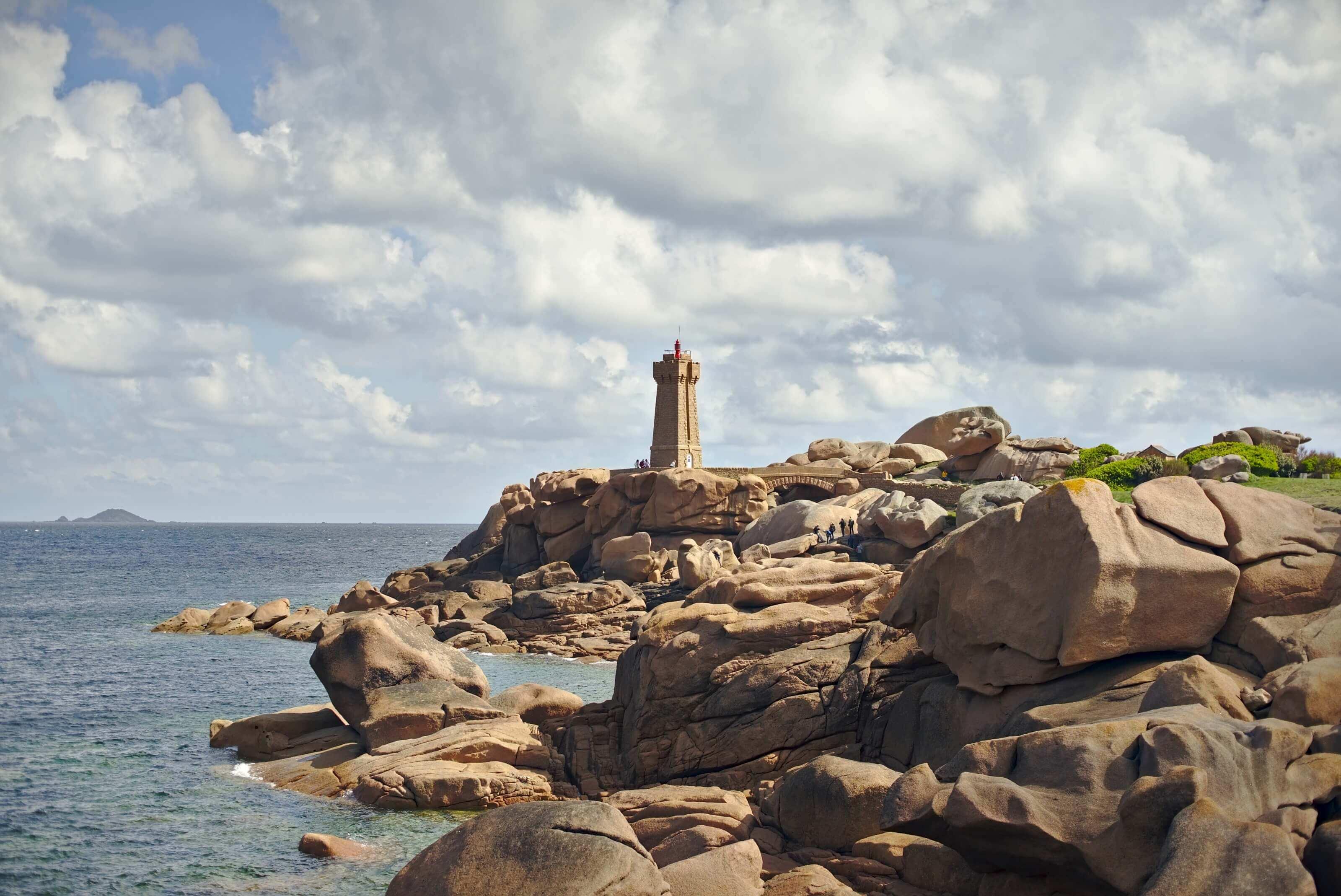 maen Ruz lighthouse