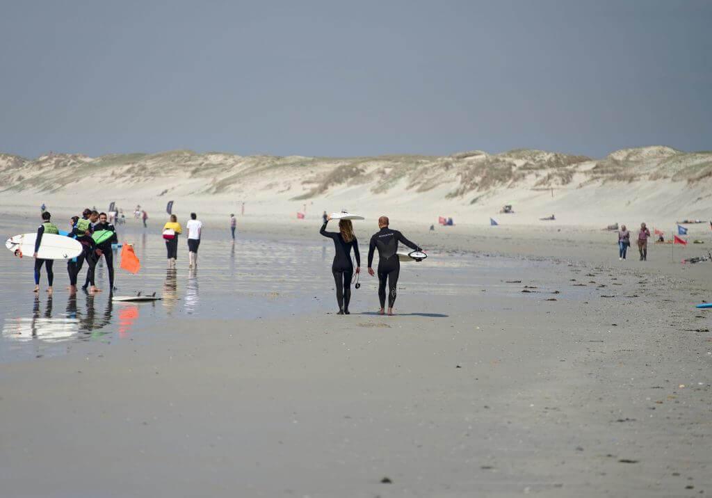 surfeurs plage de la torche