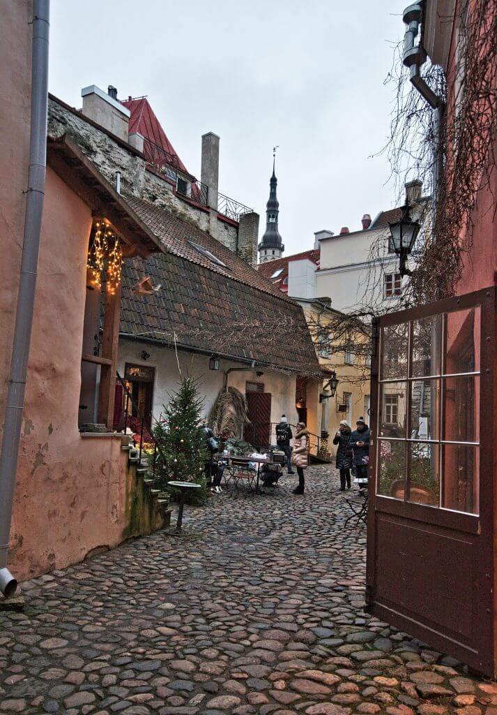 master's courtyard tallinn