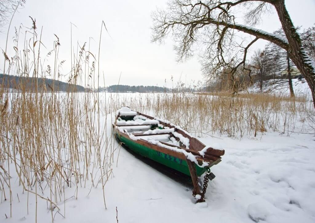 barque lac gelé trakai
