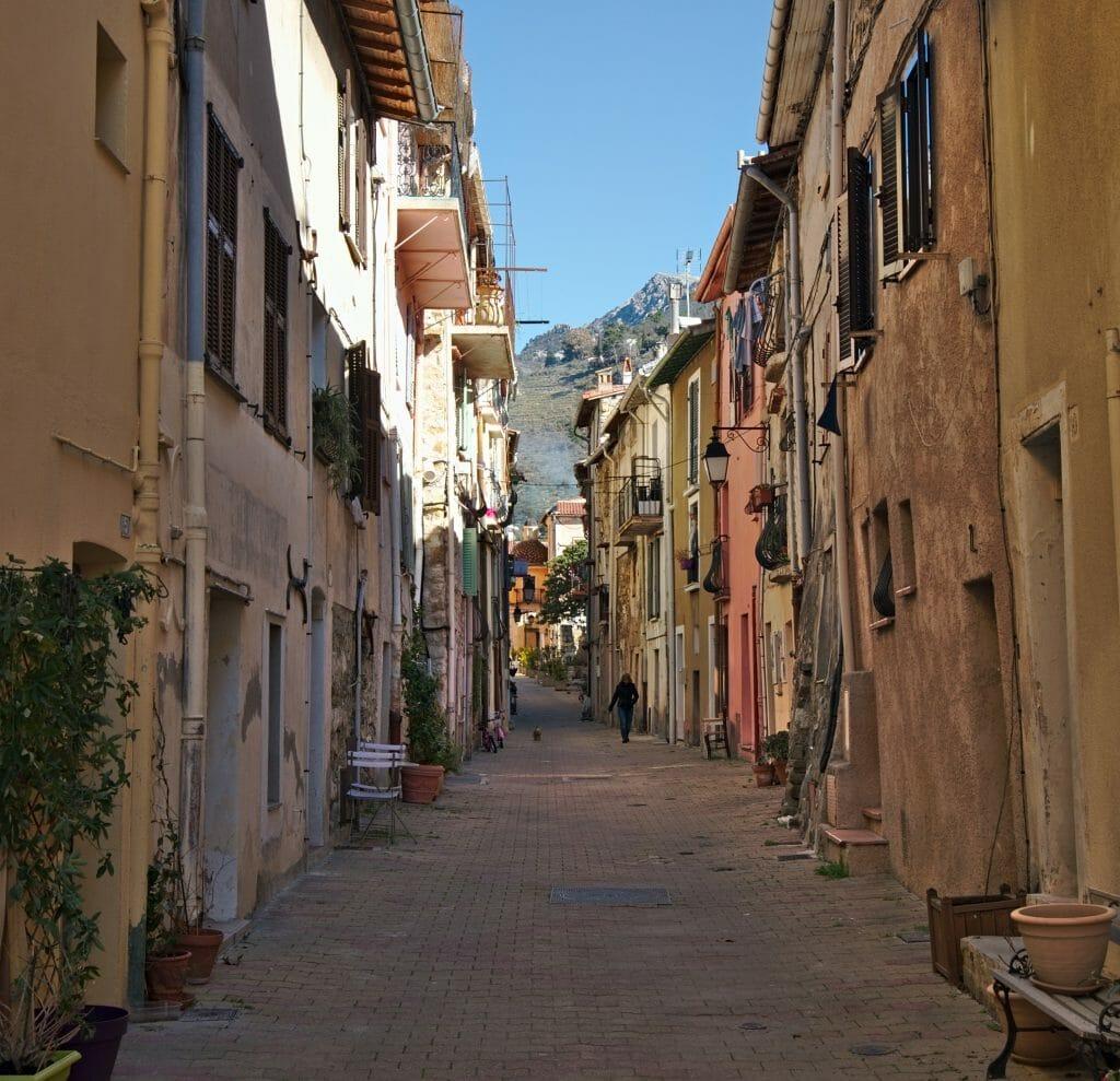dans les rues de castellar