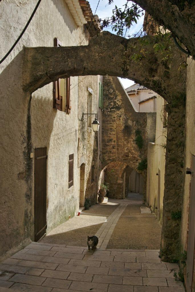 village français en pierre