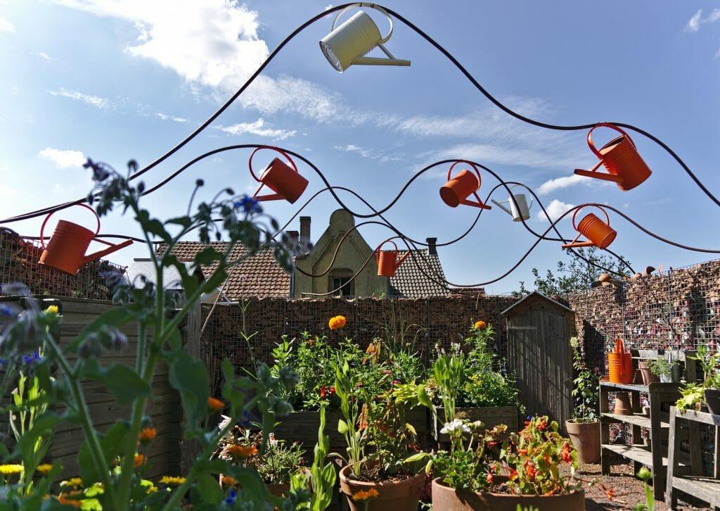 arrosoir du jardin pour la paix