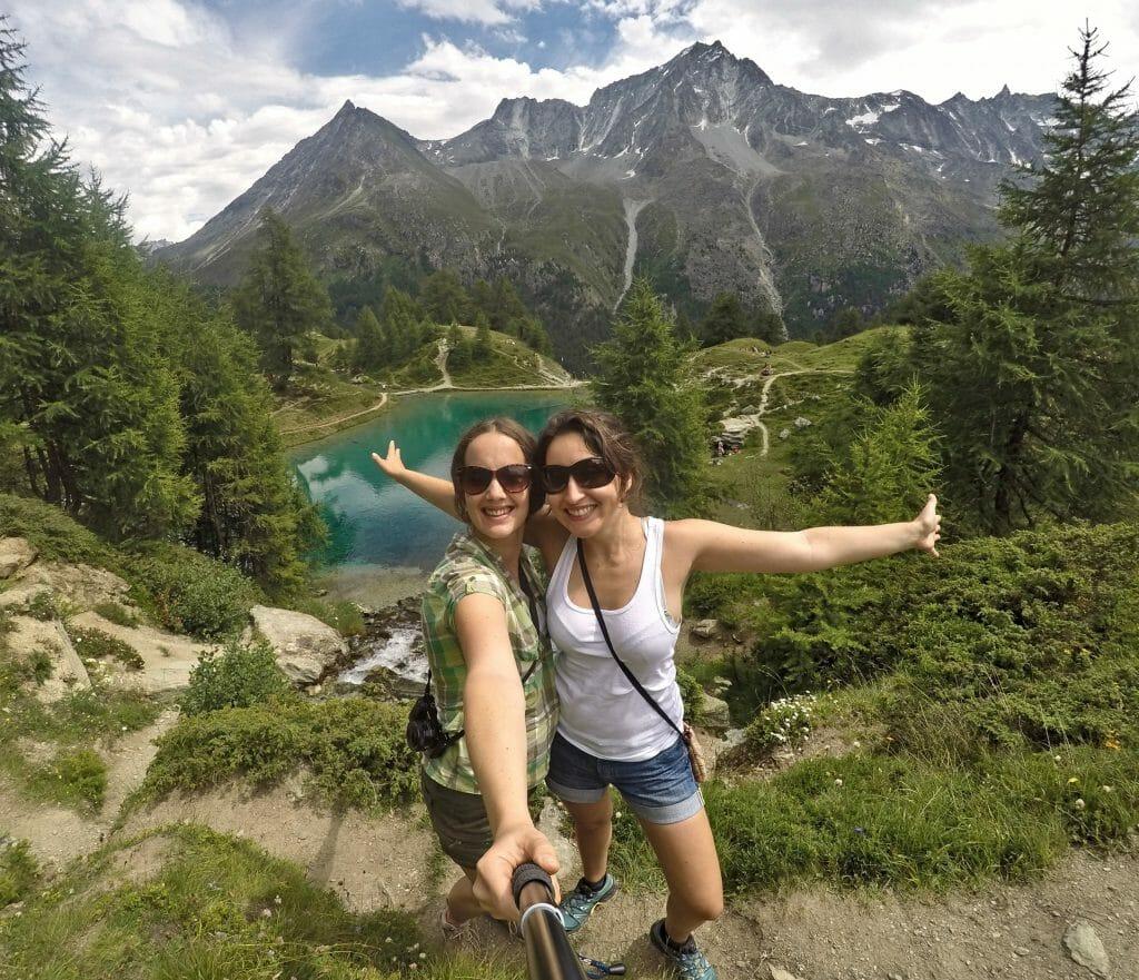 hiking Fabienne and Marine