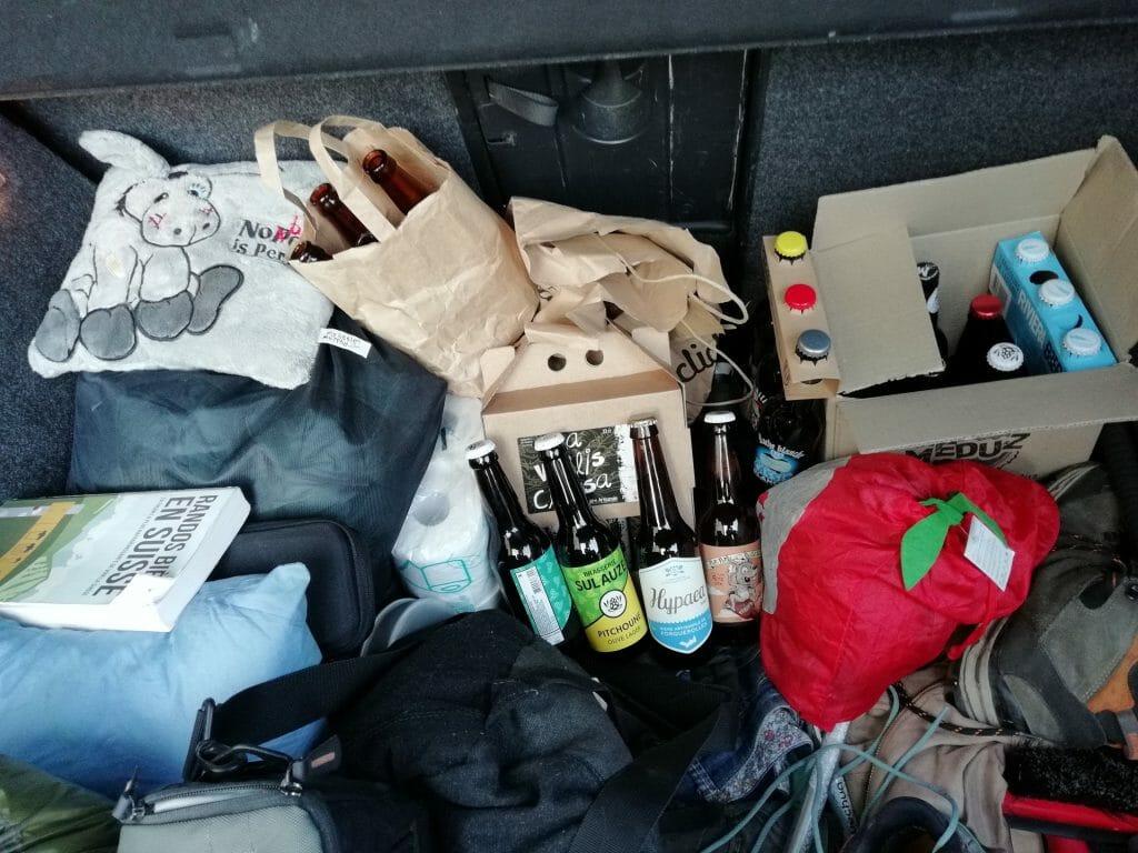coffre voiture et bières