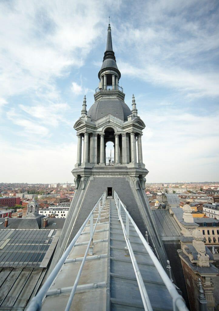 sur le toit de la mairie de roubaix