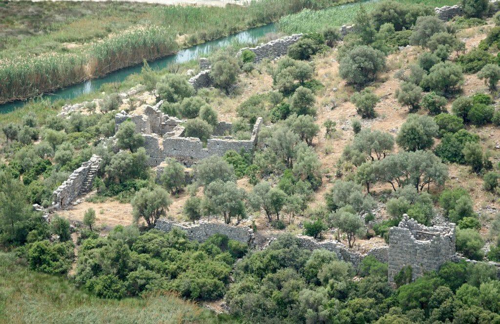 ruines de pynai vues d'en-haut