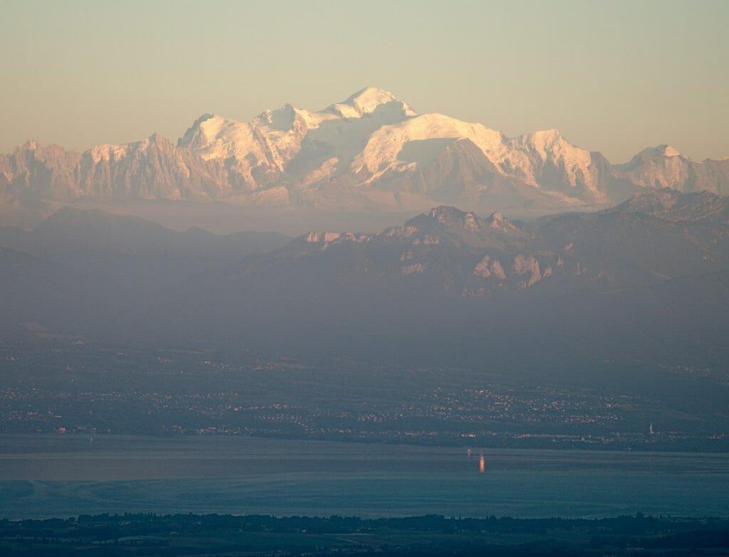 le mont blanc depuis la suisse