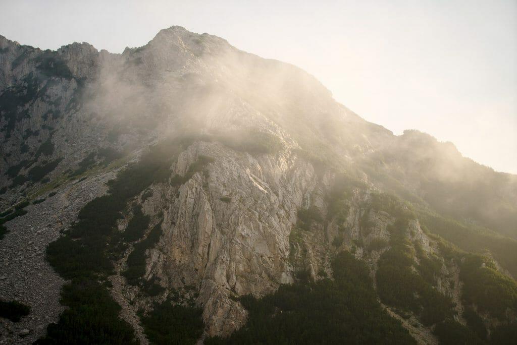 nuages et montagnes