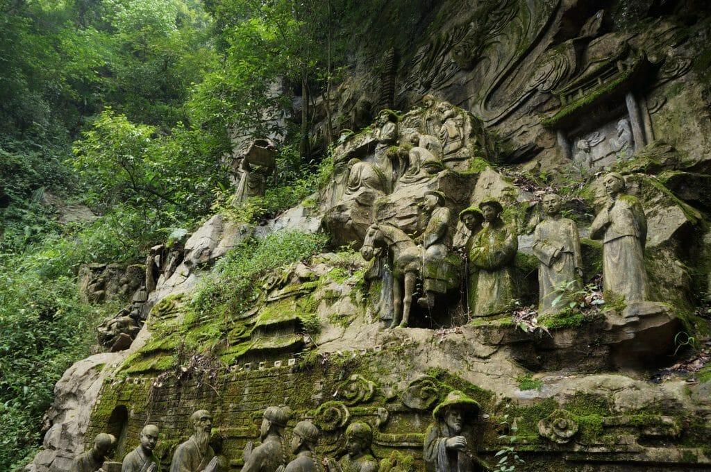 sculpture dans la roche