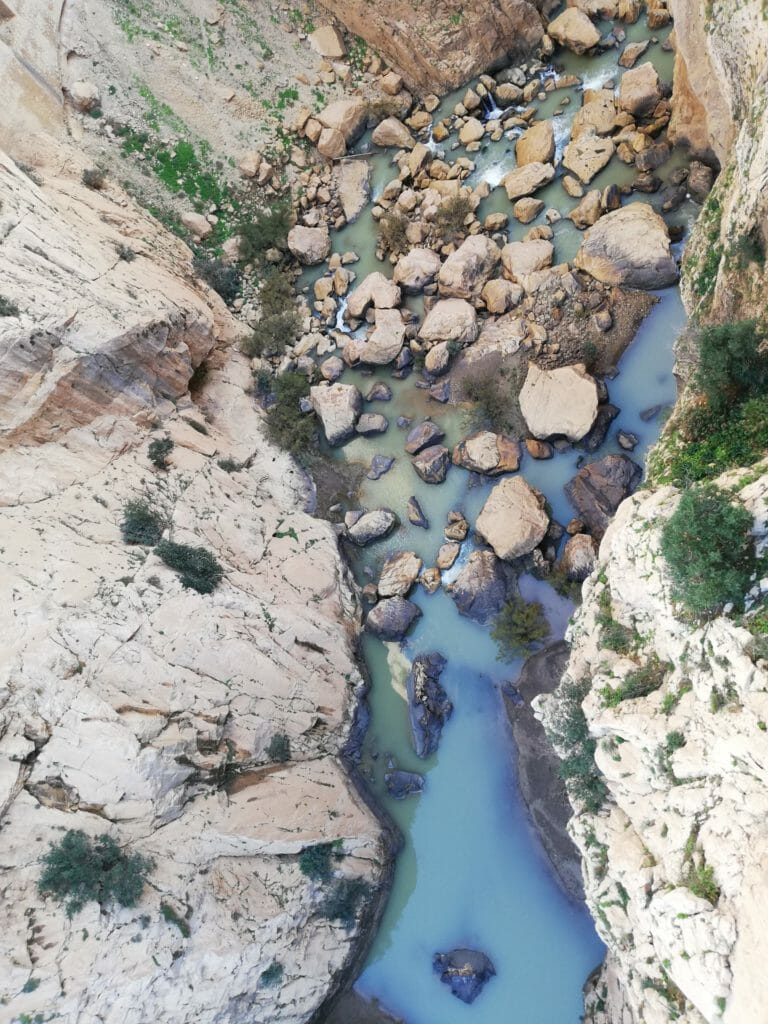 eau au fond des gorges
