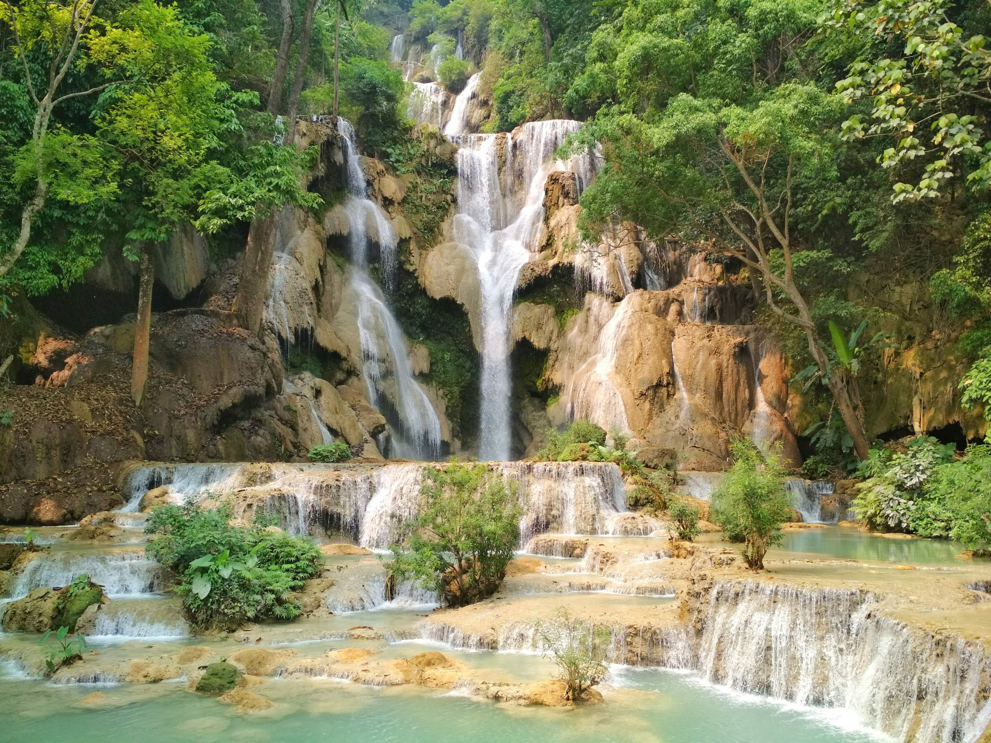 cascade de Kuang si au Laos tour du monde