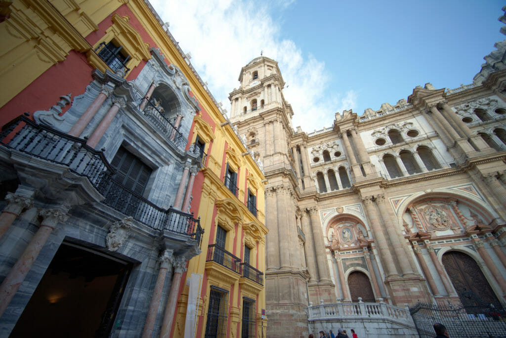 la cathédrale de Malaga de face