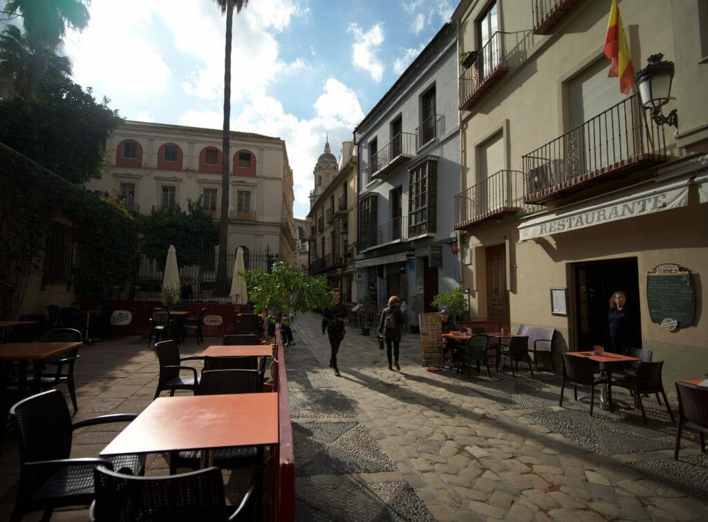 petite place du centre historique de Malaga