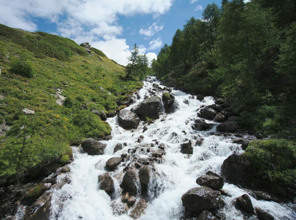 rivière en montagne