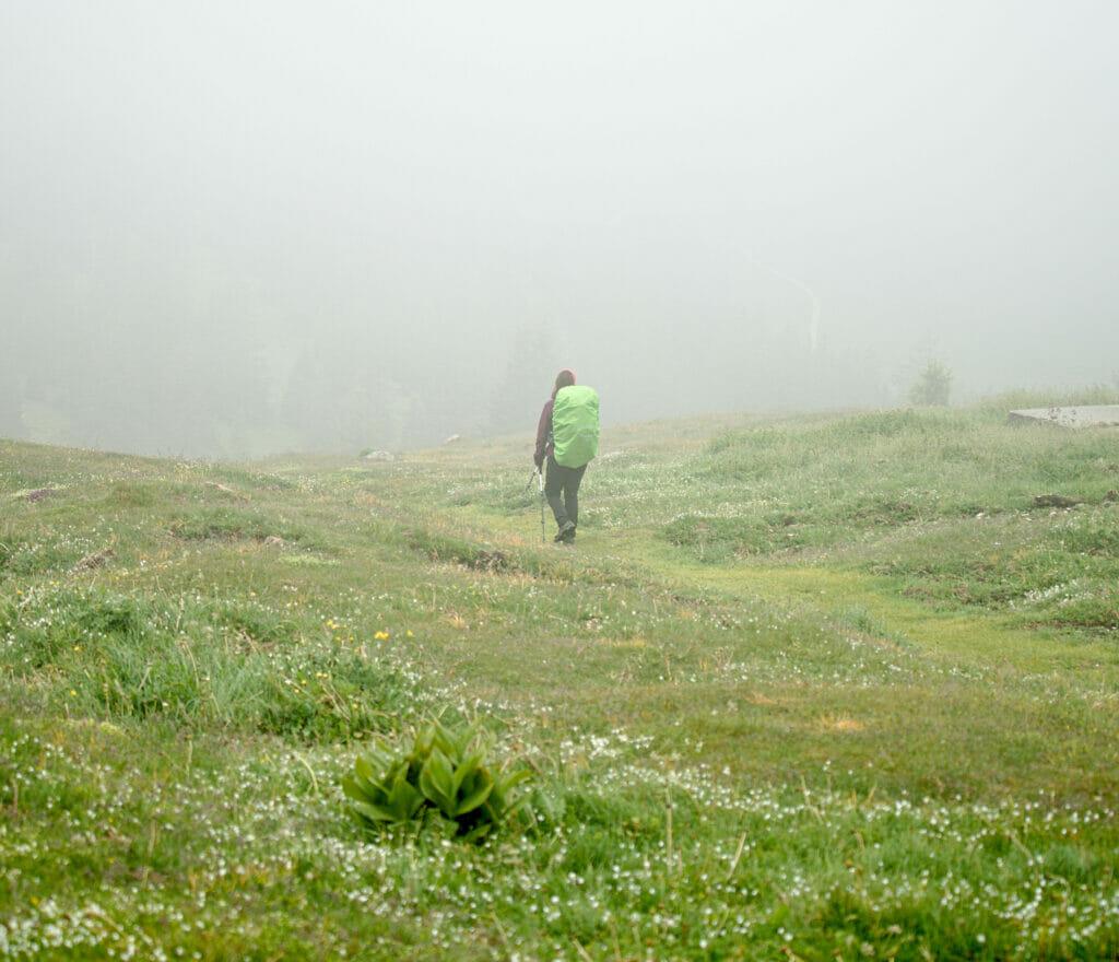 randonnée dans le brouillard