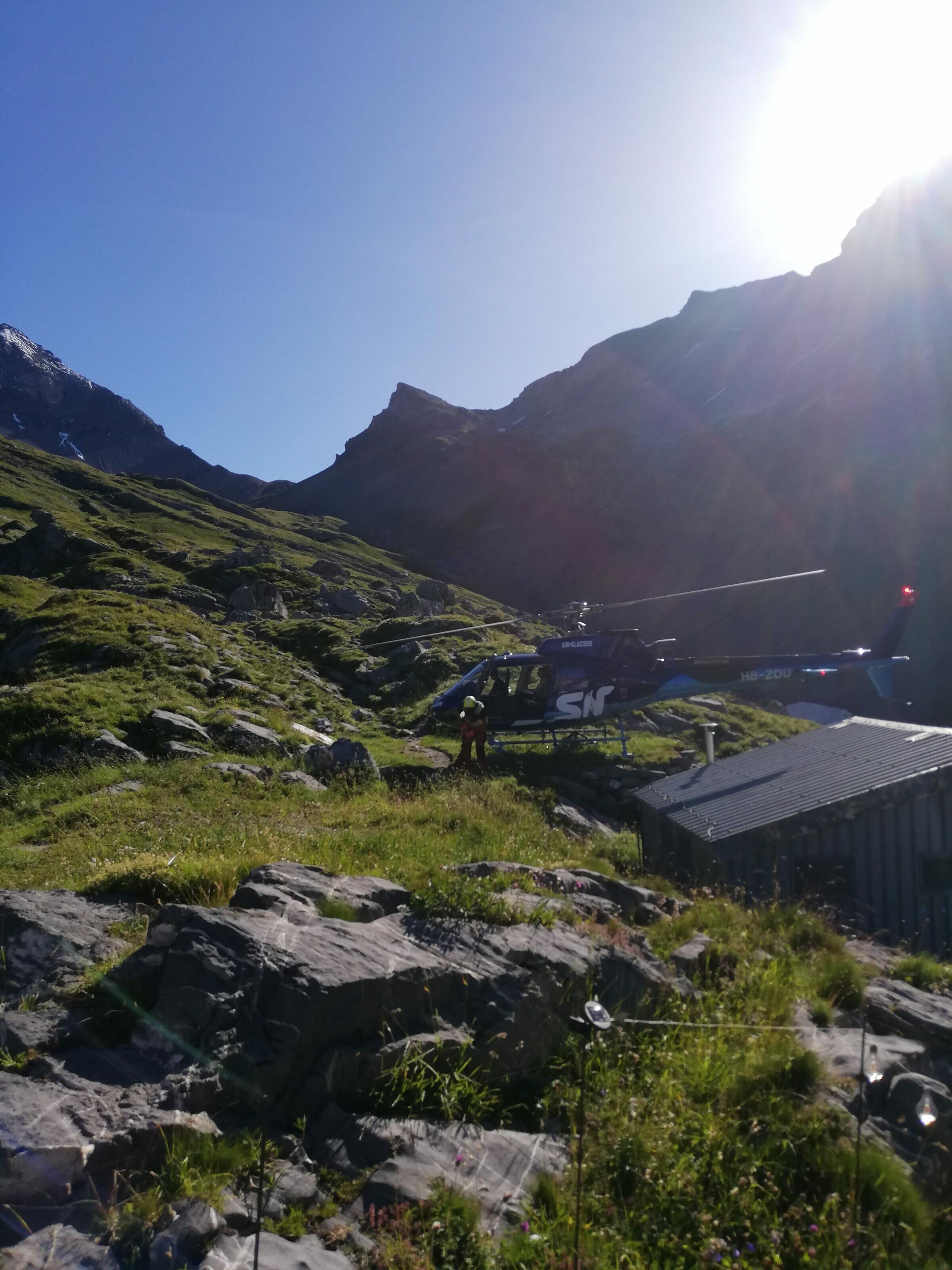 helicoptère refuge de montagne