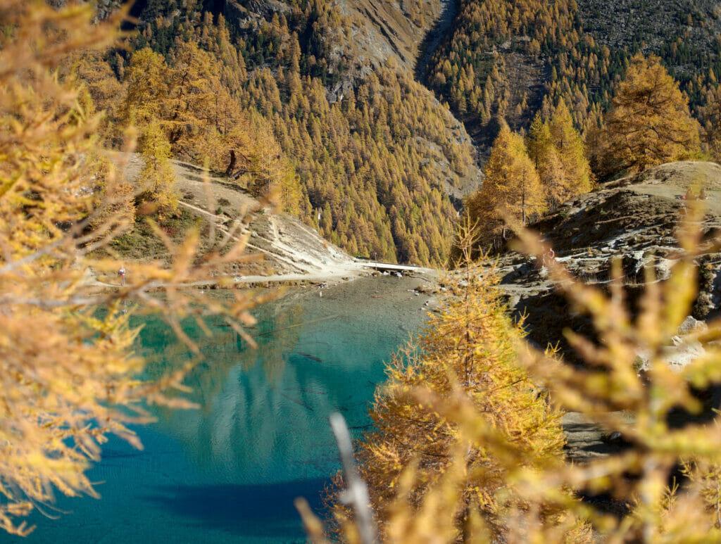 le lac bleu vers Arolla en automne