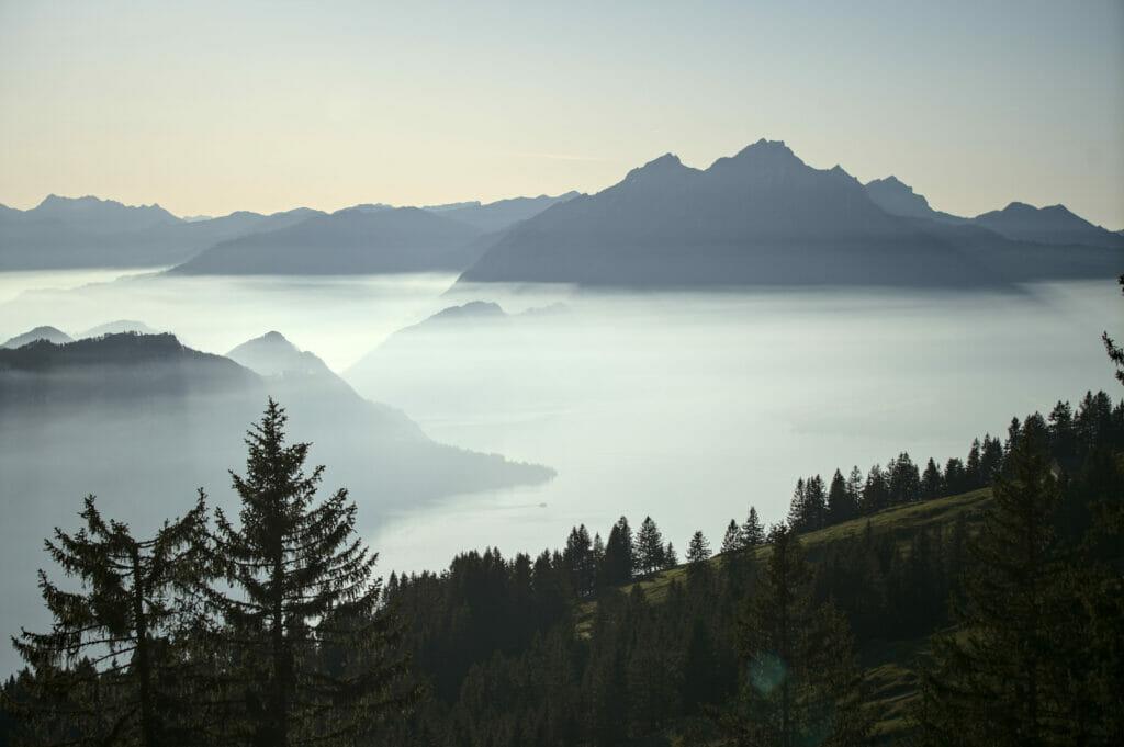 brume lac des quatre cantons