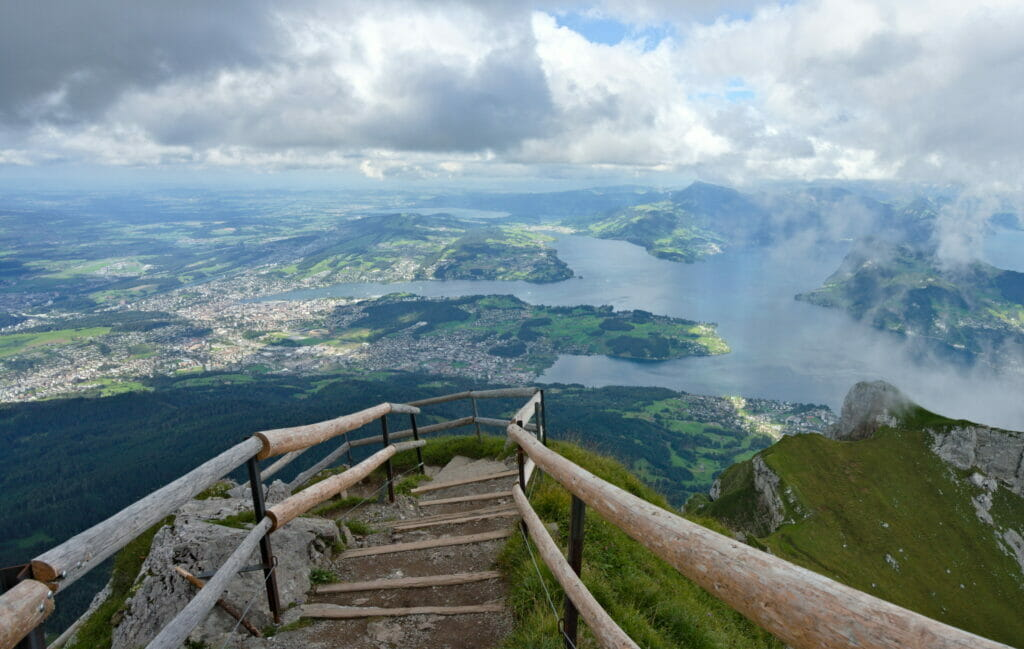 au sommet du Pilatus et vue sur la lac des 4 cantons