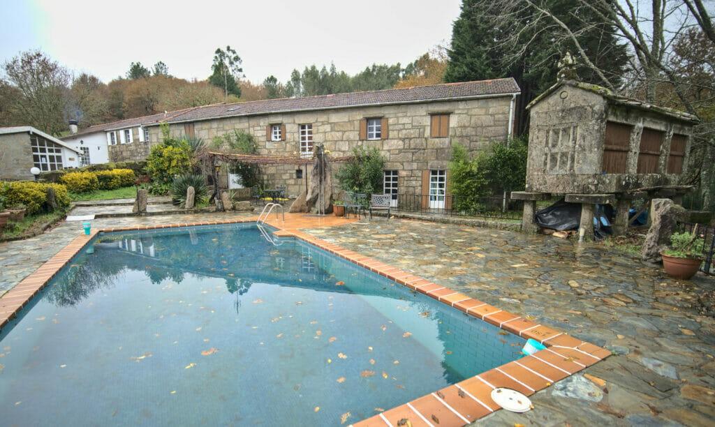 la piscine du Anceu coliving