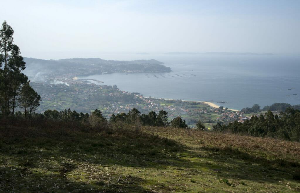 vue sur Bueu et l'île de Ons depuis le mirador de Chan