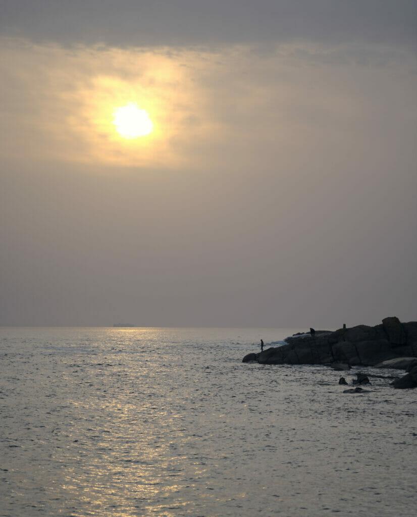 coucher de soleil à la plage d'Ancoraduro