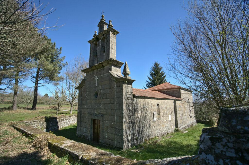 église dans la Ribeira Sacra